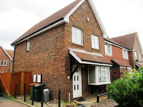3 Bedrooms Terraced House for sale in Oakley Close, Beckton