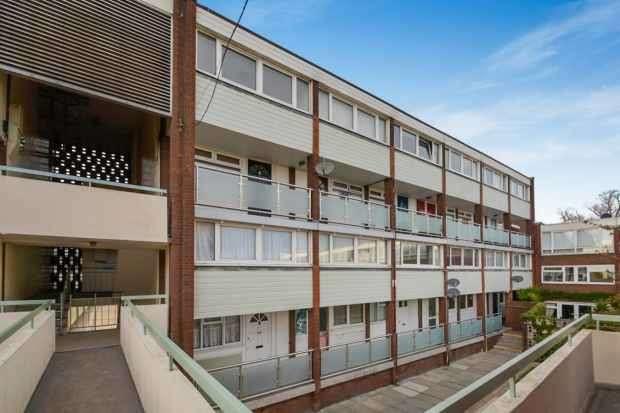 2 Bedrooms Maisonette Flat for sale in Sylvan Road, Upper Norwood, Greater London, SE19 2SB