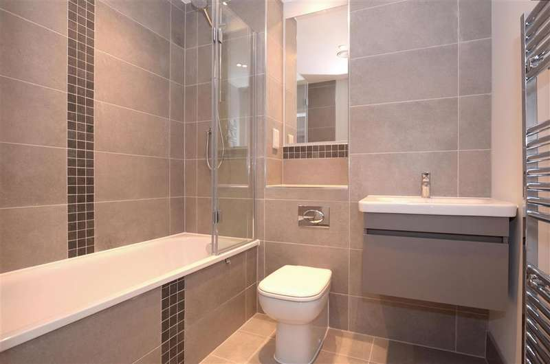 2 Bedrooms Apartment Flat for sale in Cavalier Close, Wallington, Surrey