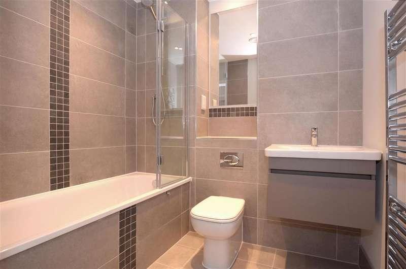 2 Bedrooms Apartment Flat for sale in Cavalier Close, Wallington, Surrey
