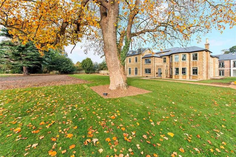 2 Bedrooms Flat for sale in Crown Lane, Farnham Royal, Buckinghamshire, SL2