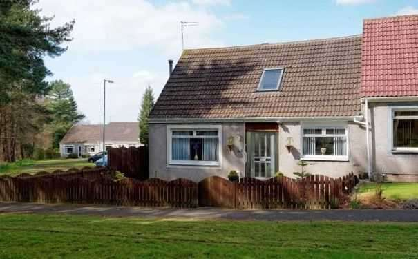 4 Bedrooms Semi Detached House for sale in Murdostoun Gardens,Wishaw, Wishaw
