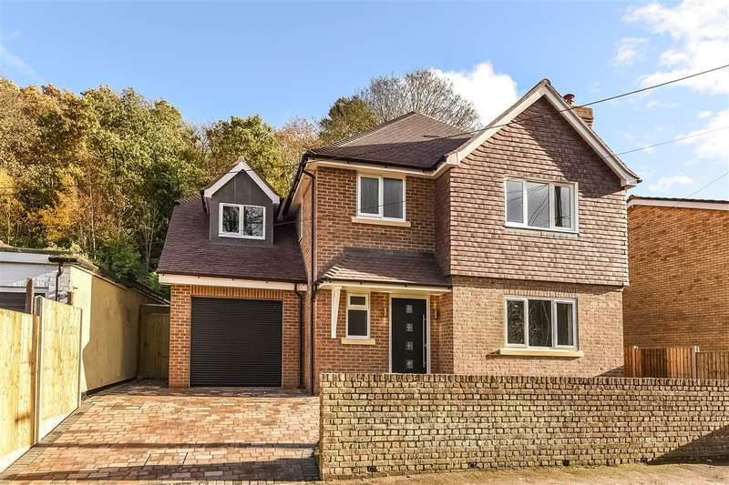 4 Bedrooms Detached House for sale in School Hill, Little Sandhurst