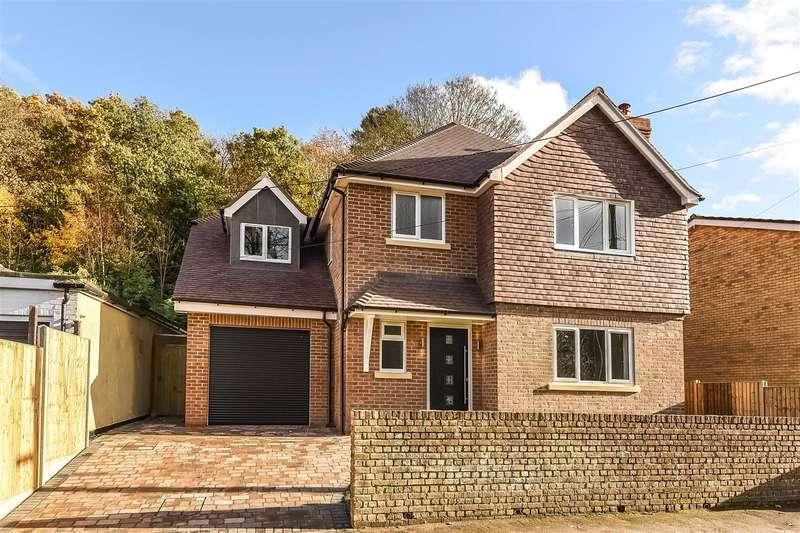 4 Bedrooms Detached House for sale in School Hill, Little Sandhurst