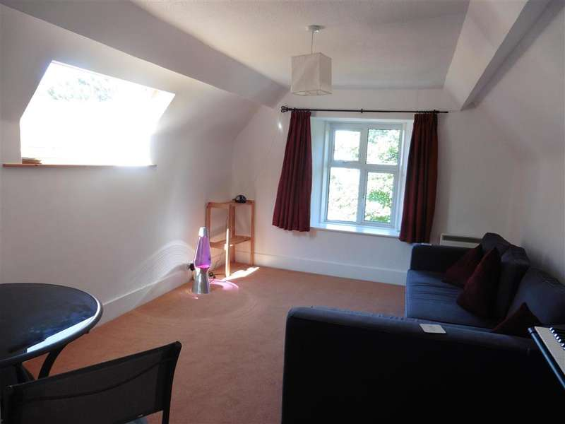 2 Bedrooms Flat for sale in Eden Road, Totland Bay, Isle of Wight