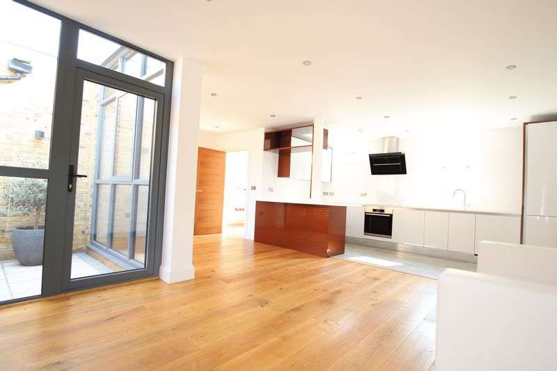 2 Bedrooms Semi Detached House for sale in Rushgrove Mews,