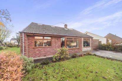 4 Bedrooms Detached House for sale in Queens Avenue, Glazebury, Warrington, Cheshire