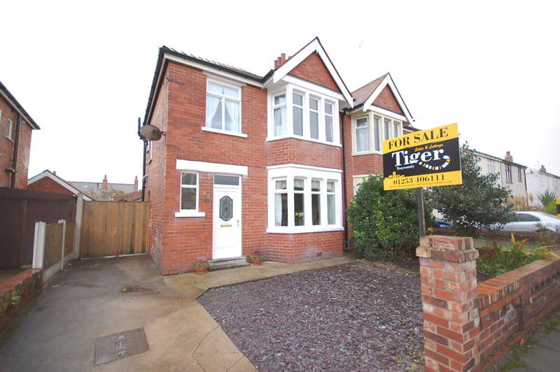 3 Bedrooms Semi Detached House for sale in Ravenwood Avenue, Blackpool
