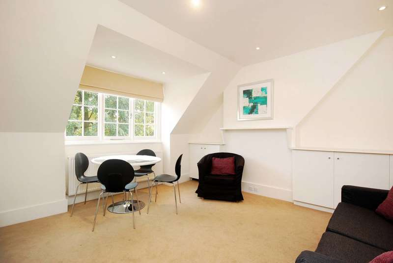 2 Bedrooms Flat for rent in Priory Avenue, Bedford Park, W4