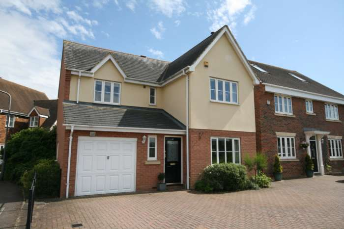 4 Bedrooms Detached House for sale in Windsor Road, Castlemead