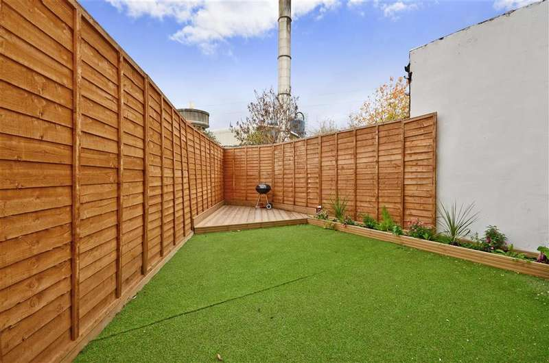 6 Bedrooms Semi Detached House for sale in Stevenage Road, East Ham, London