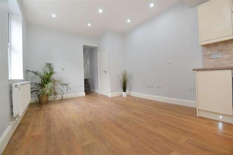 4 Bedrooms Apartment Flat for sale in Garratt Lane, London