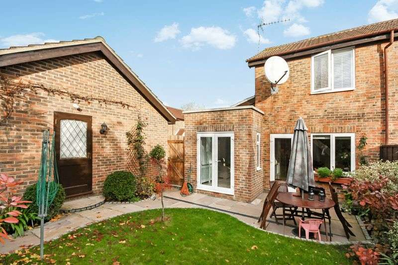 2 Bedrooms Terraced House for sale in Airdrie Close, Hayes