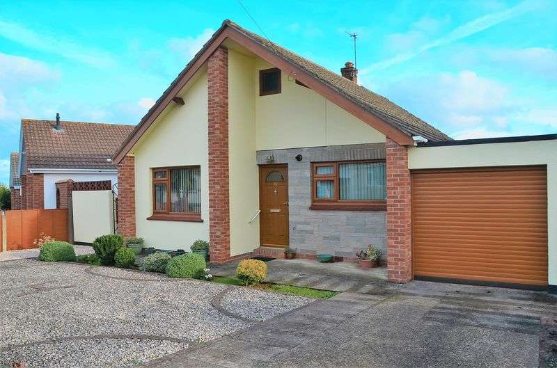 2 Bedrooms Bungalow for sale in LICHFIELD DRIVE BRIXHAM