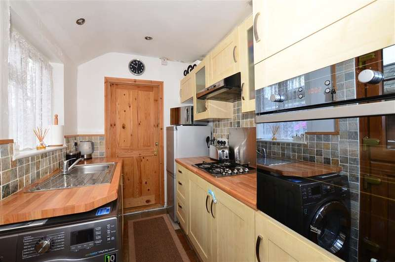 2 Bedrooms Terraced House for sale in May Street, Snodland, Kent