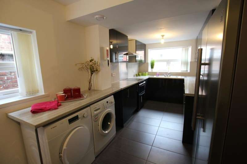 8 Bedrooms Terraced House for rent in Great Western Street, Rusholme, Manchester, M14 4AL
