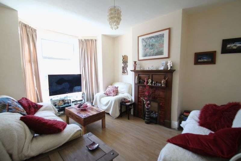 4 Bedrooms Semi Detached House for sale in 4 Bed House, Granville Road, Cowes