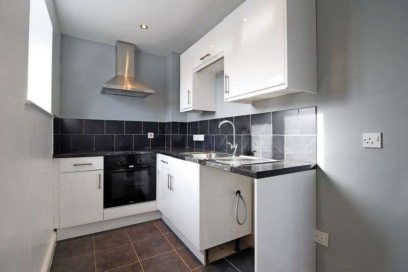 2 Bedrooms Flat for sale in Wellington House, WF2 9AA