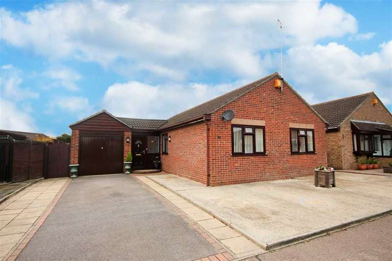 3 Bedrooms Bungalow for sale in Saxstead Drive, Clacton-On-Sea