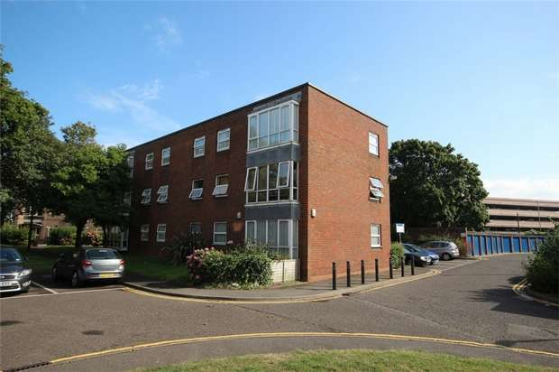 2 Bedrooms Flat for sale in 24 Market Close, Poole, Dorset
