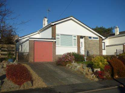 3 Bedrooms Bungalow for sale in Maes Yr Hafod, Menai Bridge, Sir Ynys Mon, LL59