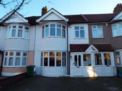 4 Bedrooms Terraced House for sale in Ilford, Essex