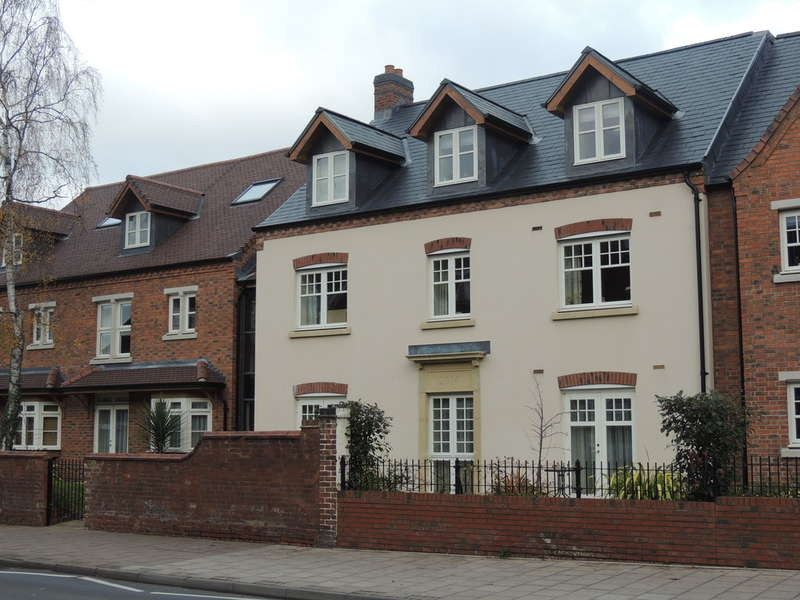 2 Bedrooms Flat for sale in High Street, Knowle