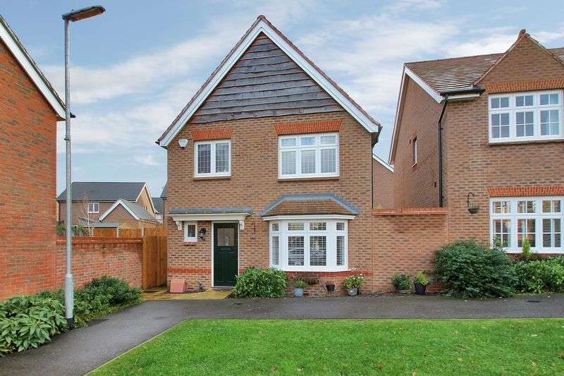 3 Bedrooms Detached House for sale in Field Drive, Crawley Down, West Sussex