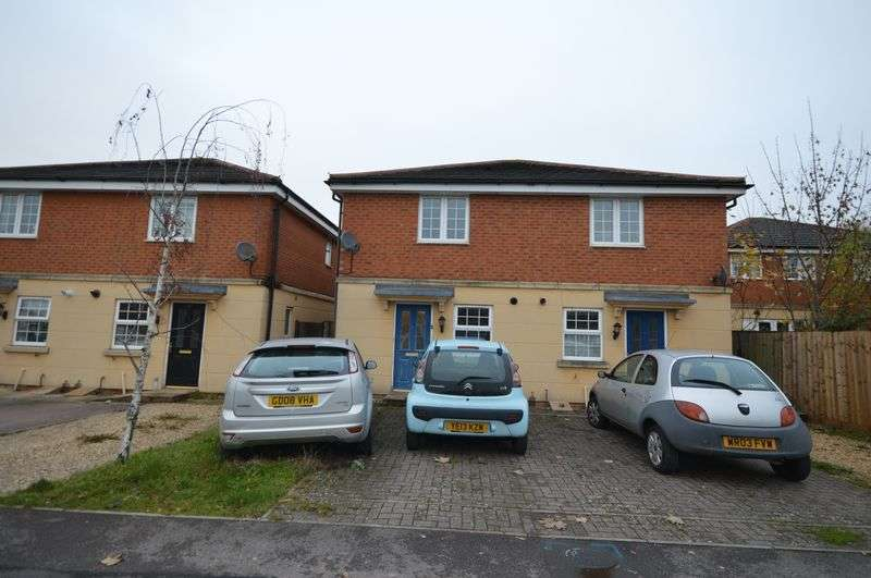 2 Bedrooms Semi Detached House for sale in Park North