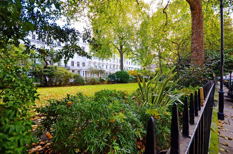 2 Bedrooms Flat for sale in Lowndes Square, Knightsbridge, SW1X