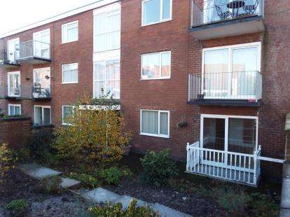 2 Bedrooms Flat for sale in Belvedere Court, Kingsway, Lytham St Annes, Lancashire, FY8