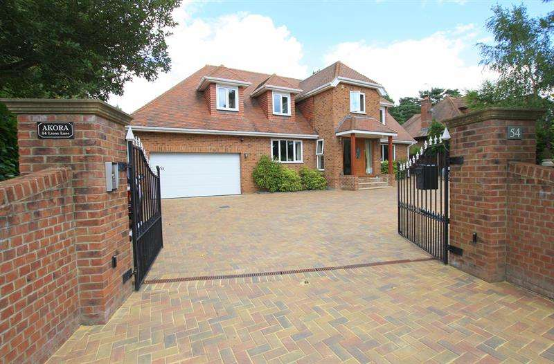 4 Bedrooms Detached House for sale in Lions Lane, Ashley Heath