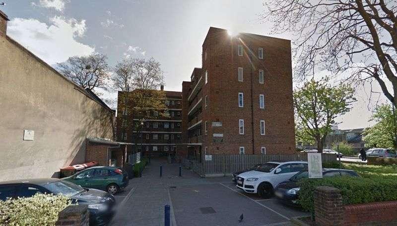 2 Bedrooms Flat for sale in Longman House, Haggerston Road E8 4JG