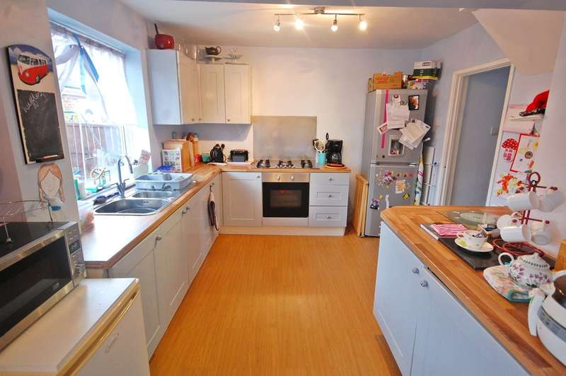 3 Bedrooms Semi Detached House for sale in Bamburgh Road, Newton Hall, Durham