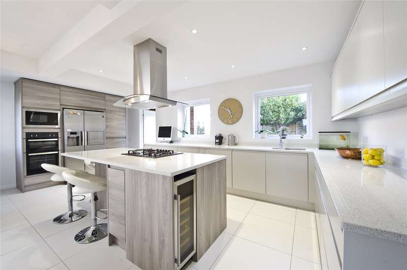 4 Bedrooms Detached House for sale in Silverdale Drive, Sunbury-on-Thames, Surrey, TW16