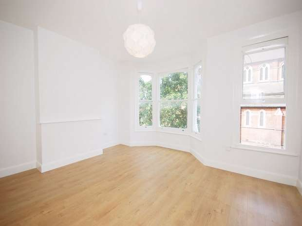 2 Bedrooms Flat for sale in Mortimer Road, Kensal Rise, London