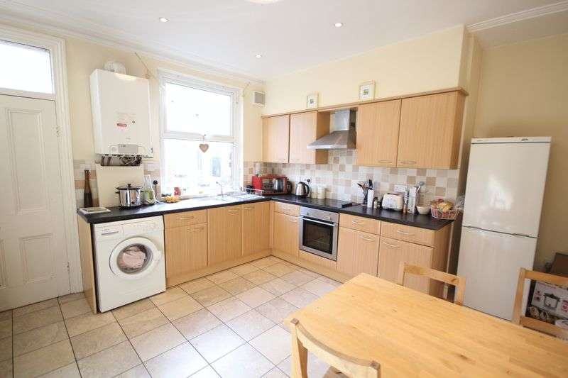4 Bedrooms Terraced House for rent in Ashville Grove, Hyde Park