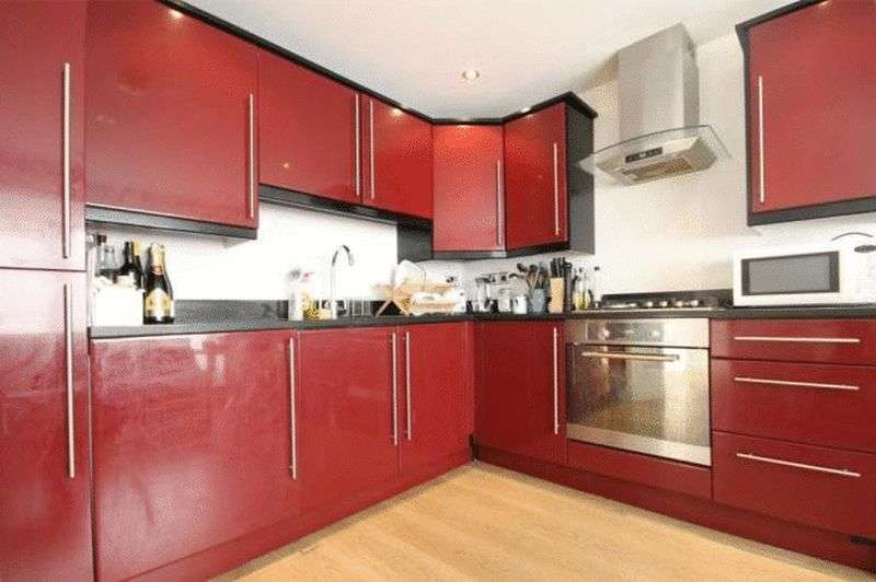 3 Bedrooms Flat for sale in Myrdle Street, London