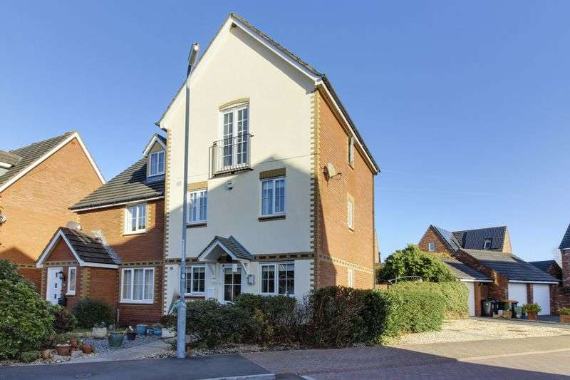 4 Bedrooms Semi Detached House for sale in Conwy Grove, Newport