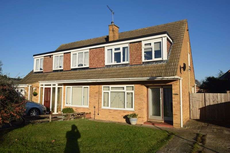 3 Bedrooms Semi Detached House for sale in South Lawne, Bletchley, Milton Keynes