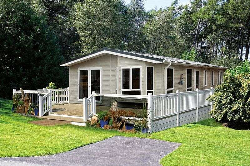 2 Bedrooms Bungalow for sale in Moor Lane Leisure Park, Moor Lane, Ainsdale, Southport, Merseyside, PR8 3NY