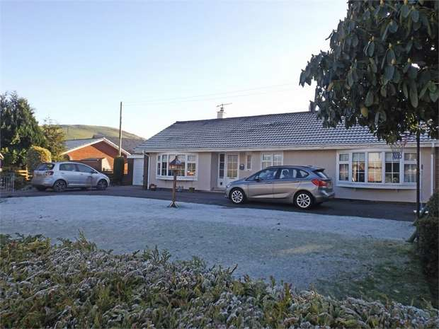 3 Bedrooms Detached Bungalow for sale in Penegoes, Penegoes, Machynlleth, Powys