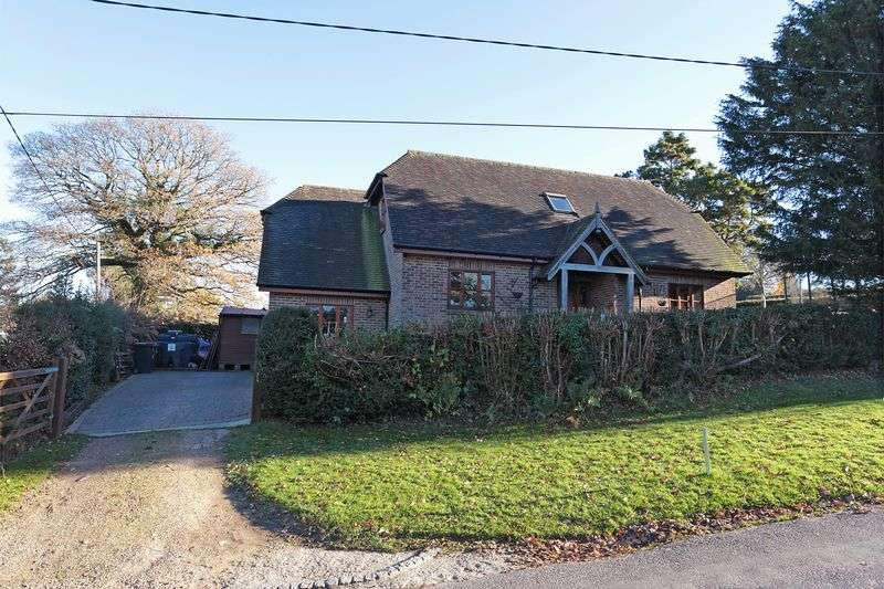 3 Bedrooms Detached House for sale in Gun Road, Blackboys, East Sussex