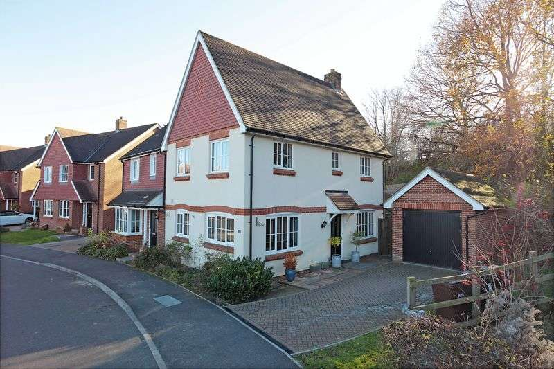 3 Bedrooms Semi Detached House for sale in Baxendale Way, Ridgewood, East Sussex