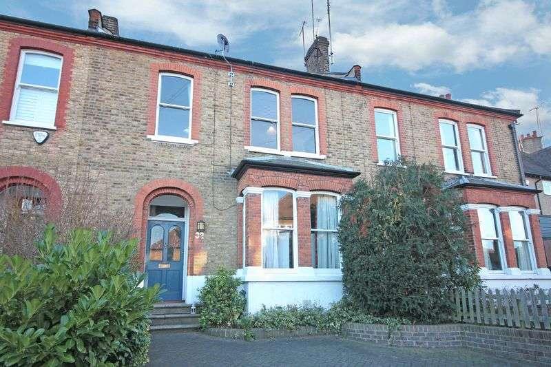 3 Bedrooms Maisonette Flat for sale in Westbury Lane, Buckhurst Hill