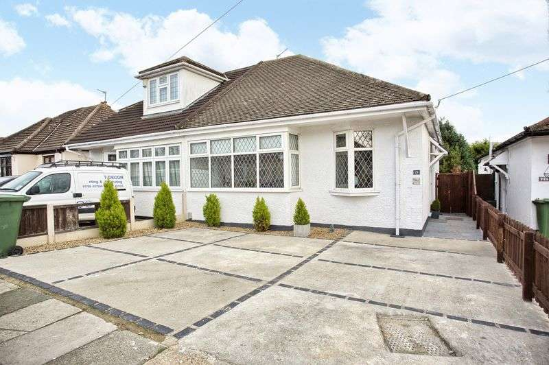 3 Bedrooms Semi Detached Bungalow for sale in Upminster, Essex