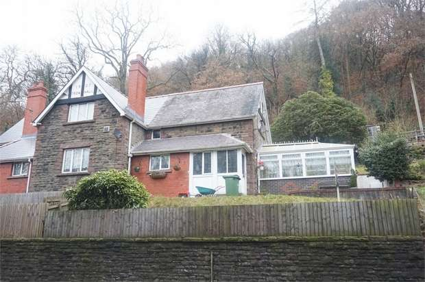 3 Bedrooms Semi Detached House for sale in Fron-Haul, Main Road, Newbridge, NEWPORT, Caerphilly