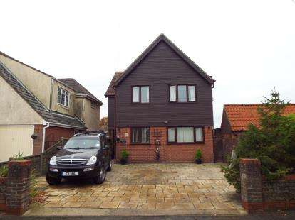 4 Bedrooms Detached House for sale in Thorpe-Le-Soken, Clacton-On-Sea, Essex