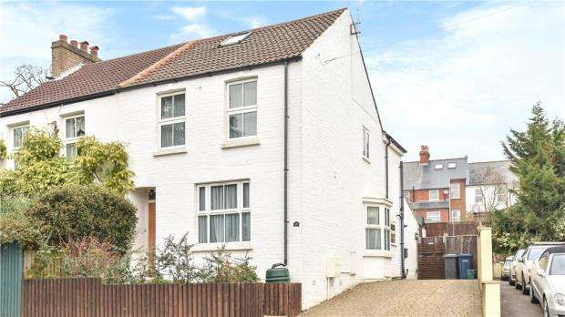 2 Bedrooms Semi Detached House for sale in Alma Lane, Farnham, Surrey