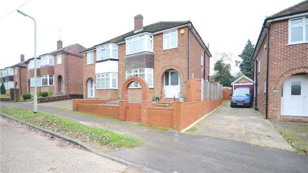 3 Bedrooms Semi Detached House for sale in London Road, Earley, Reading